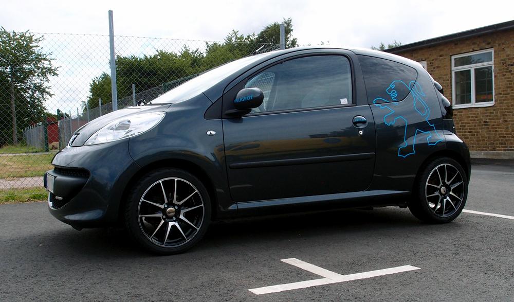 RC Design 22 SGVP på en Peugeot 107