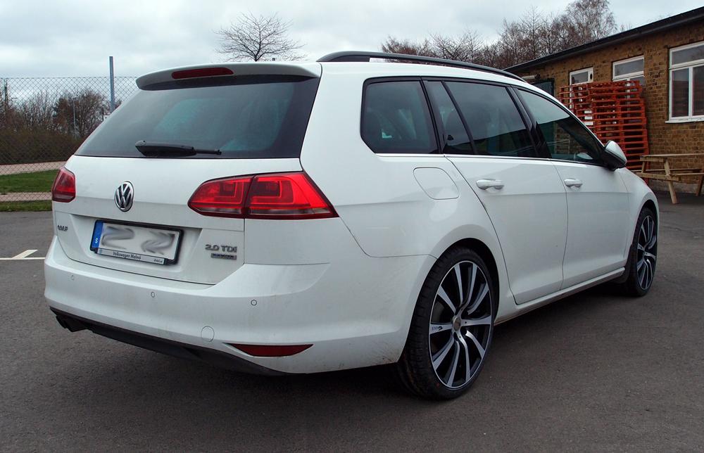 Vit Volkswagen Passat med Brock B21 SMP
