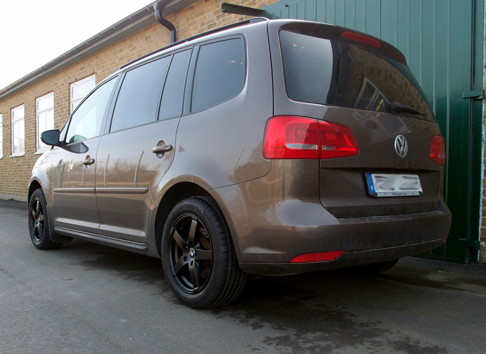 Volkswagen Touran med Rad Tech Snowstar Matt Black
